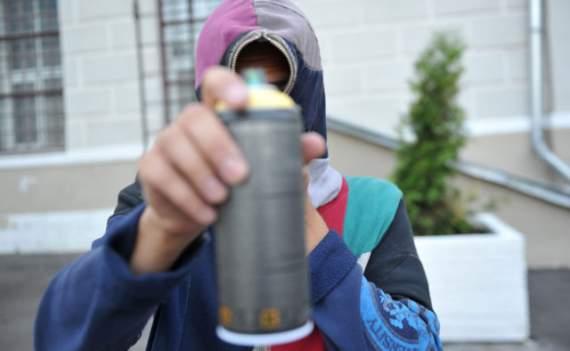 «С*ки малолетние»: харьковских подростков застукали за преступным занятием
