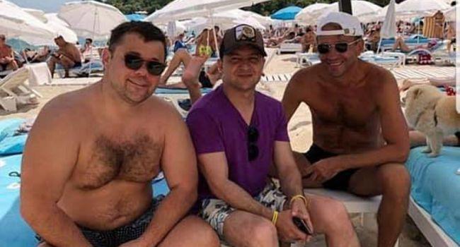 Бабченко о фото президента: к чему разыгрывать этот спектакль – мы втроем и без охраны посреди пляжа, водолазы ха-ха-ха