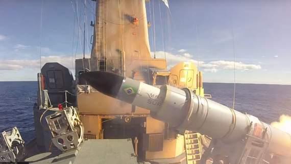 ВМС Бразилии испытали новую противокорабельную ракету: зрелищное видео