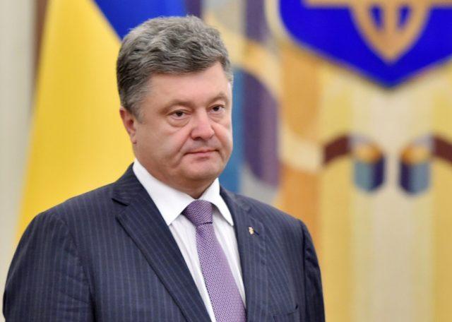 Порошенко с семьей покинул Украину двумя самолетами: всплыли подробности бегства