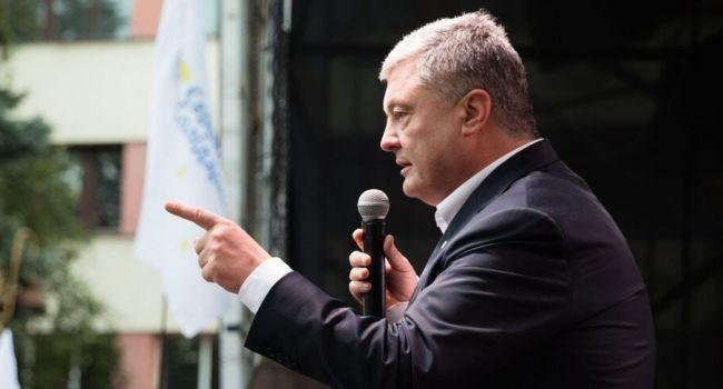 Порошенко считает новый закон о люстрации дымовой завесой, маскирующей возвращение в украинские органы власти соратников Януковича и представителей «пятой колонны» Путина