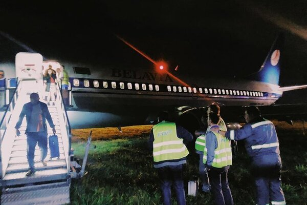Страшное ЧП в Жулянах: самолет с людьми вылетел с полосы, первые подробности