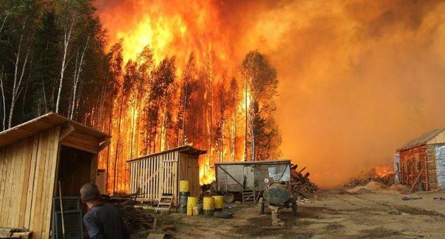 В Чернобыльской зоне спасатели третьи сутки борются с масштабным пожаром. Видео