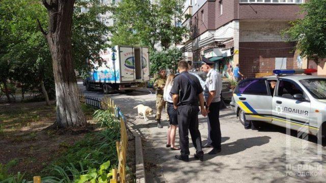 Угроза взрыва дома родителей Зеленского: спасатели сообщили о страшном, первые кадры с места