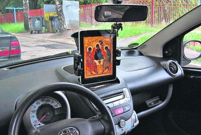 «Закон на подходе»: водителей готовят к штрафам за отсутствие икон в машинах