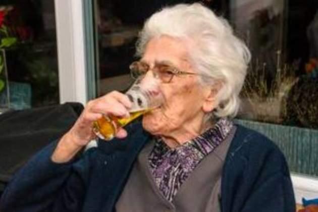 Женщина 18 лет каждый день пила пиво: что с ней произошло
