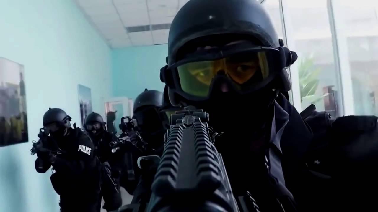 Спецназ ворвался в резиденцию экс-президента, стрельба и крики оглушили улицу: кадры штурма