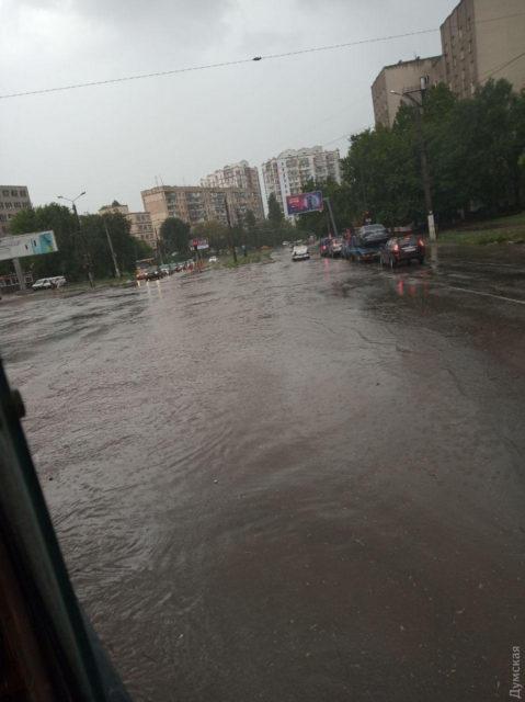 Страшная буря несется с Одессы на Киев, город ушел под воду, движение заблокировано: кадры апокалипсиса