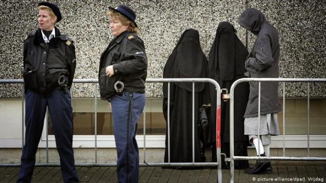 в Нідерландах заборонили закривати обличчя у громадських будівлях