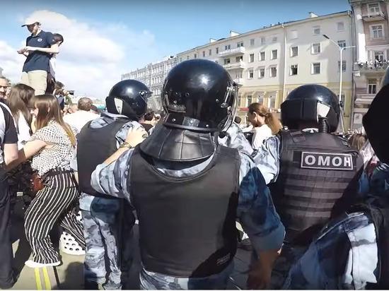 Жительница Москвы пожаловалась на сына-оппозиционера в полицию
