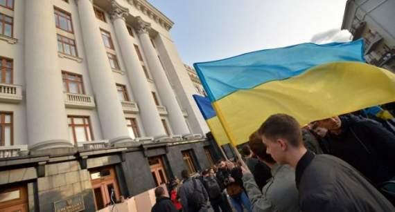 «Государственная измена!»: Чего боятся собравшиеся у Офиса президента на протест украинцы?