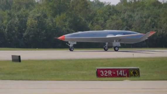 Испытания беспилотного самолета-заправщика Boeing прошли успешно