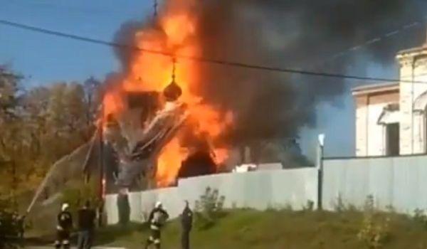 Кара из небес? В РФ полностью сгорел храм РПЦ