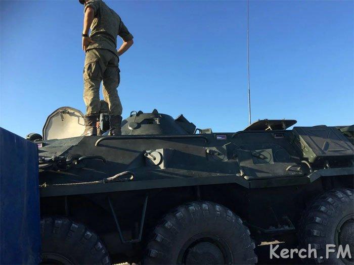 Короли дорог: в Крыму на трассе «Таврида» броневик оккупантов смял внедорожник. ФОТО