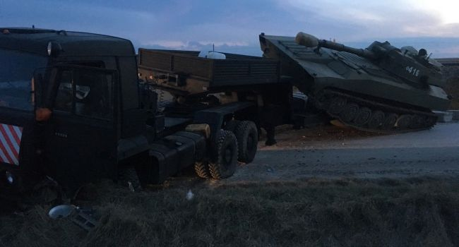 «Права за сало покупали?»: В Крыму военная техника РФ попала в «громкое» ДТП