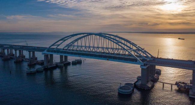 «Привет от СБУ»: Украина заблокировала движение на Крымском мосту