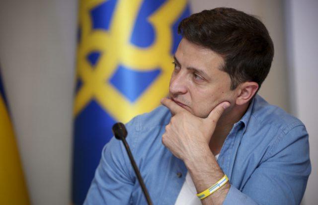 Зеленский уверяет: Землю покупать и продавать смогут только украинцы