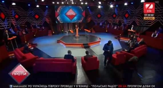 Днем – на Майдан против капитуляции, вечером – на медведчуковский канал: политолог высмеял своих коллег с двойными стандартами
