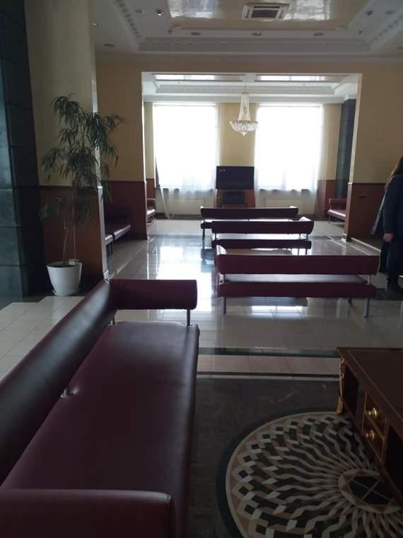 На Київському вокзалі депутатську залу переробили на залу для військових. ФОТО