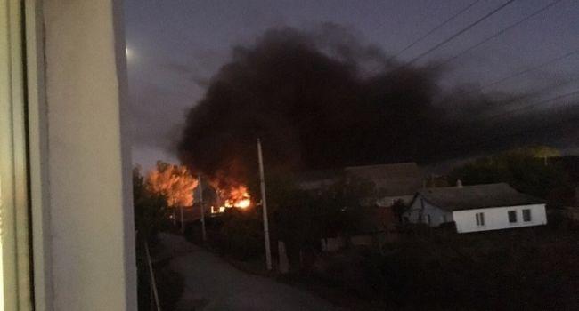 Крым содрогнулся от десятков мощных взрывов: Рядом с жилдомами взорвался переполненный боеприпасами КамАЗ ВС РФ