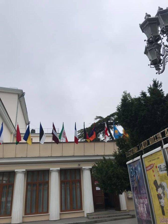 Над оккупированной Ялтой снова подняли украинский флаг. ФОТО