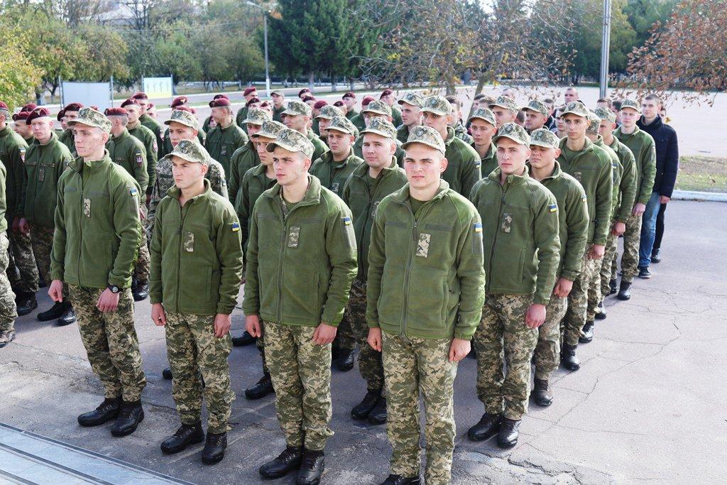 Сотня юнаків поповнила лави Десантно-штурмових військ ЗСУ. ФОТО