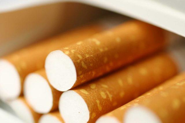 Сто гривен за пачку: новые цены на сигареты заставят украинцев курить «бамбук»