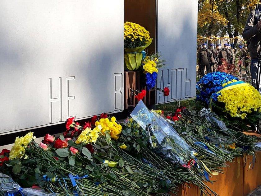 У Харкові урочисто відкрили монумент Захисникам України: фото