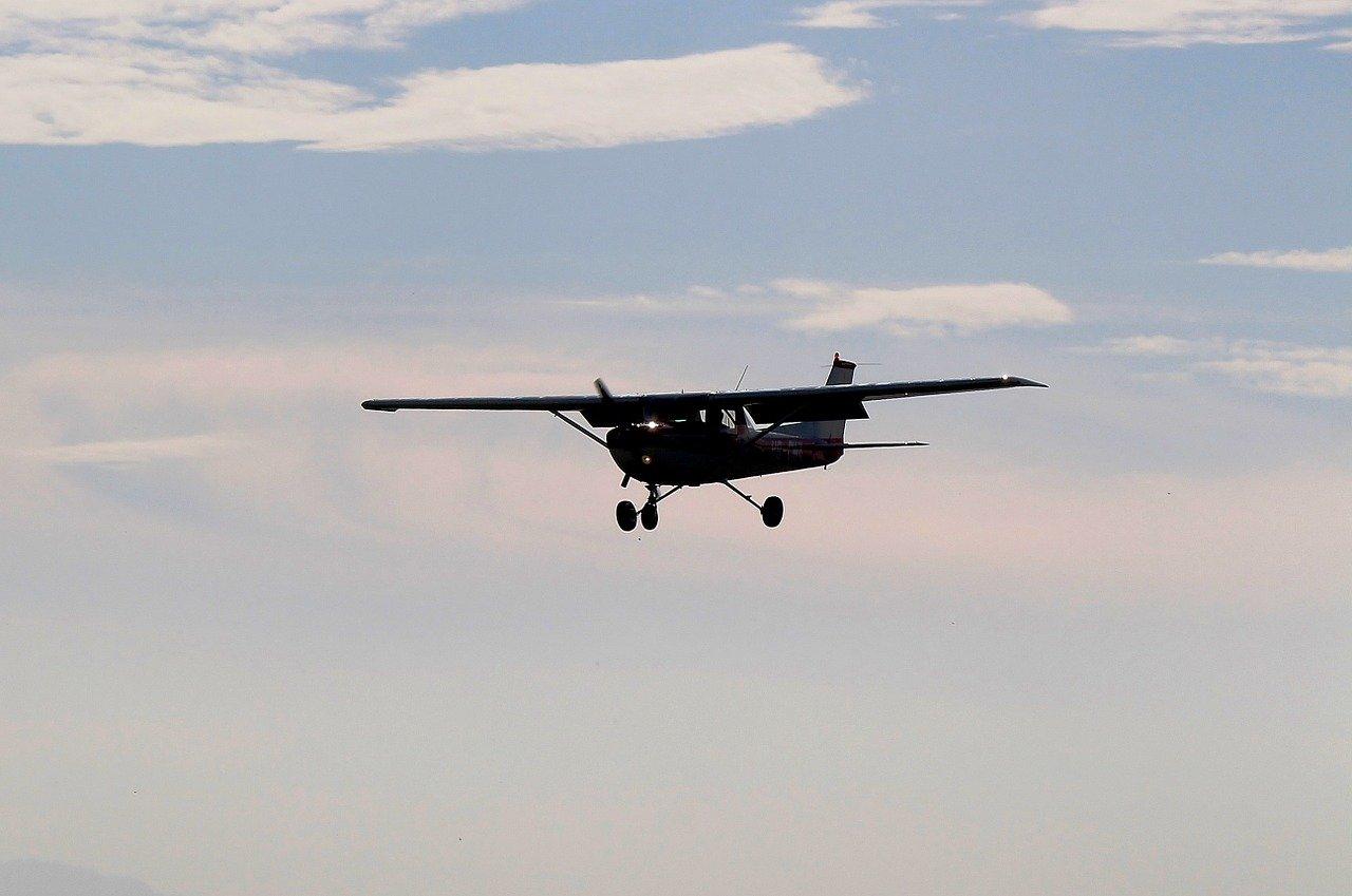 В РФ пропал самолет с главой Федерации сверхлёгкой авиации