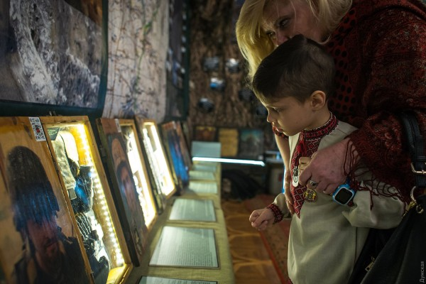«Блокпост памяти»: открылась выставка личных вещей солдат, погибших в российско-украинской войне