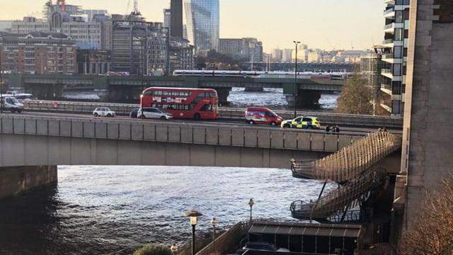 Ликвидировали без промедлений: на Лондонском мосту полиция провела спецоперацию. ВИДЕО