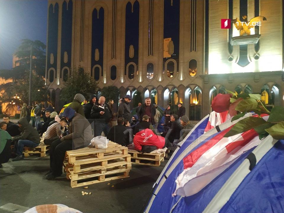Протест в Грузии: люди разбили палаточный городок под парламентом. ФОТО