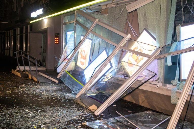 В Киеве прогремел мощный взрыв: первые фото и видео с места происшествия