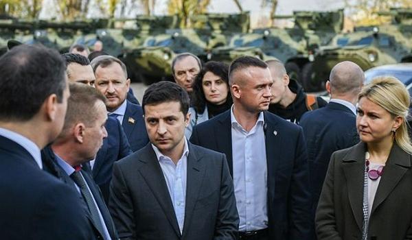 «Я концертмейстер»: президент Зеленский жестко сконфузился во время визита в Харьков