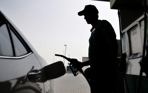 Продажи на АЗС резко рухнули: что будет с ценами на топливо