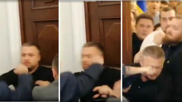 Депутат после драки в Раде попал в больницу