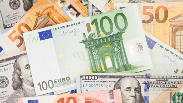 Доллар и евро ушли в пике