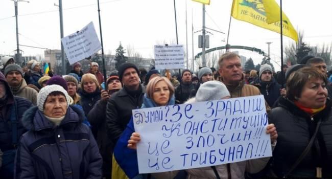 «Думай?Зе»: Во Львове проходит тысячный митинг. Люди напоминают президенту за «красные линии»