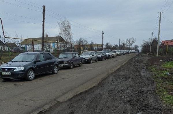 К бандеровцам на праздники: опубликованы данные об огромных очередях на КПВВ Донбасса