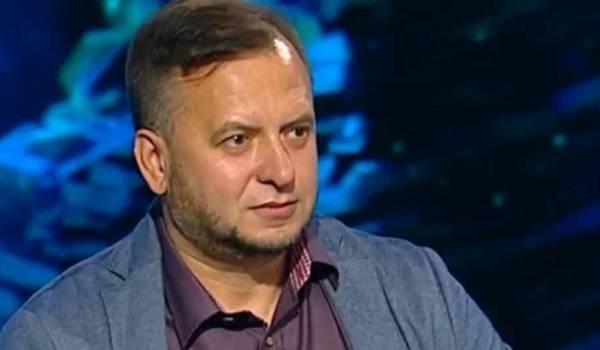 Политтехнолог: в дипломатии Порошенко делает то, что должен делать Зеленский