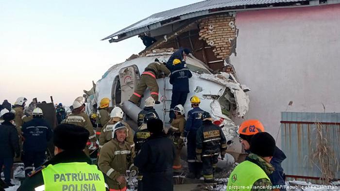 В Казахстане разорвало пополам лайнер с 93 пассажирами на борту — 15 человек погибли. ВИДЕО
