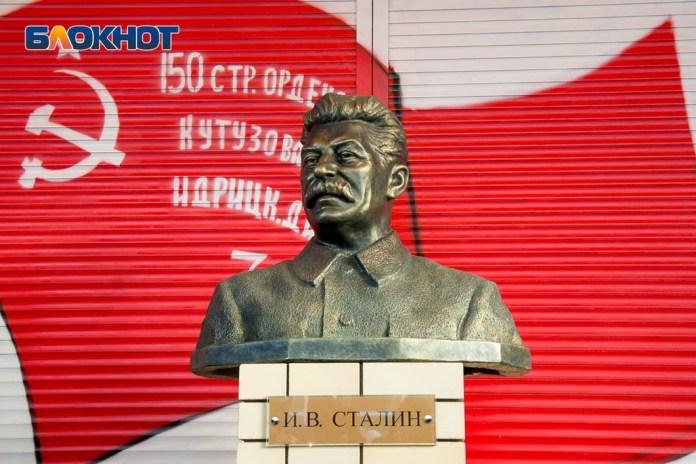 В РФ установили еще один памятник Сталину. ФОТО