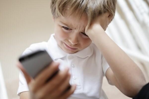 Тотальная слежка: в Крыму учителей заставили контролировать школьников в соцсетях