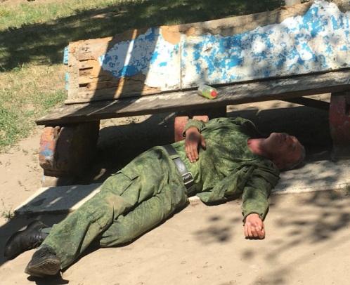 В центре Донецка пьяный боевик совершил самострел