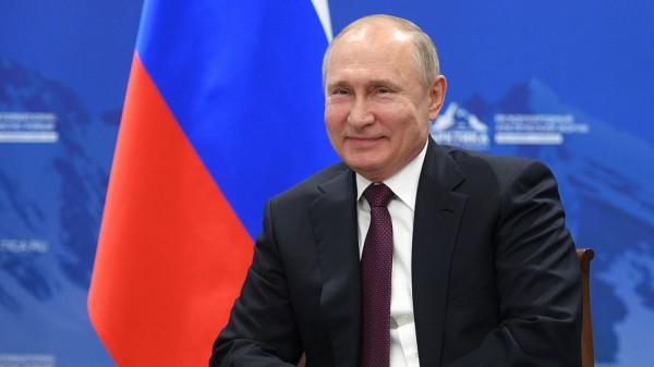 Ну, здравствуй, царь… Путин законом закрепит за собой статус абсолютного хозяина России
