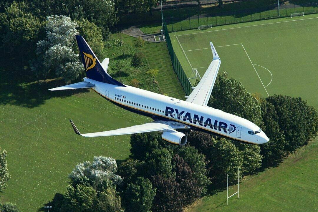 Самолет Ryanair задымил в воздухе: напуганные пассажиры кричали и плакали