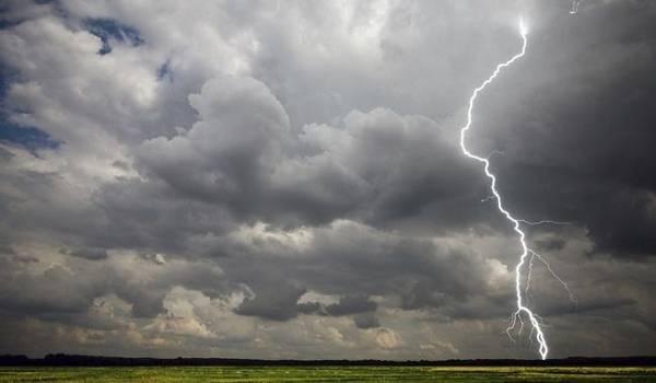 Синоптики объявили в Украине штормовое предупреждение