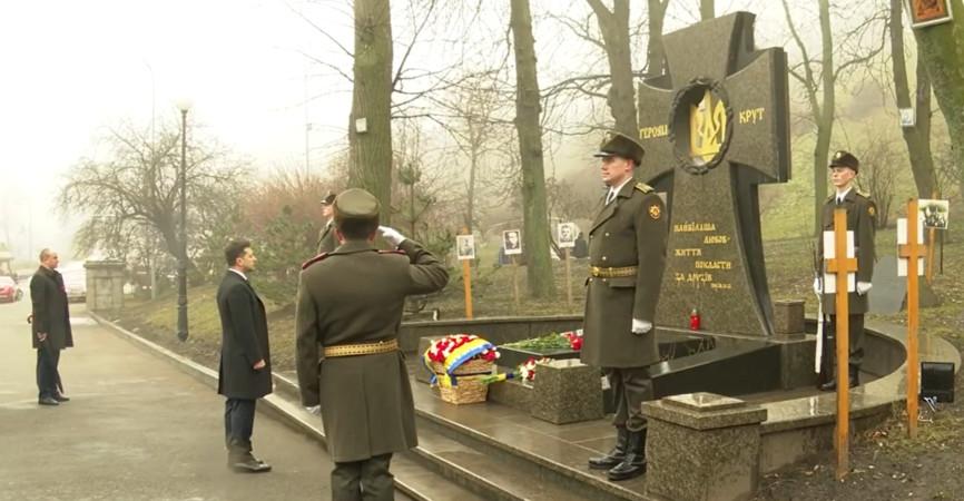 Зеленский почтил память Героев Крут. Видео