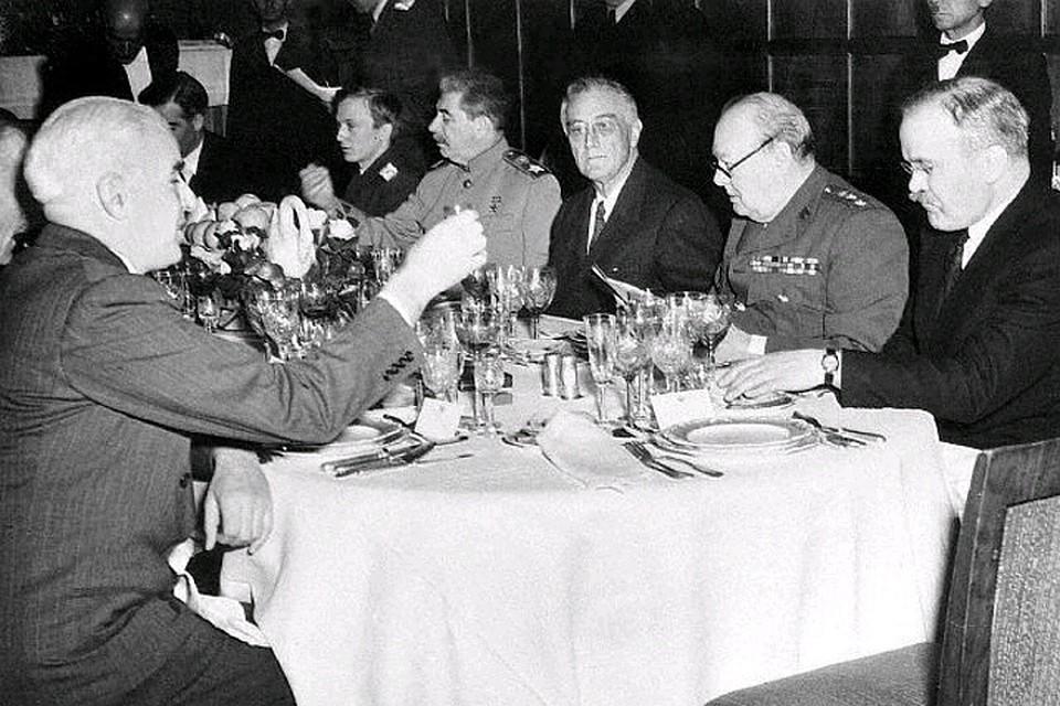 Как пьянствовал и развлекался Сталин, пока миллионы умирали на войне