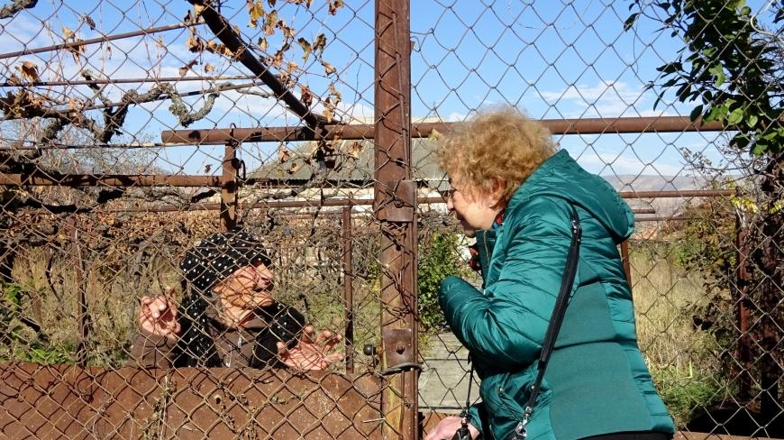 «Маленькая и сгорбленная…» В сеть попали фото настоящей мамы Путина